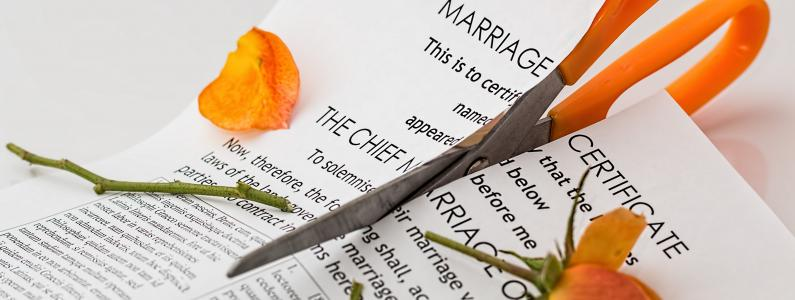 Scissors cutting divorce petition up